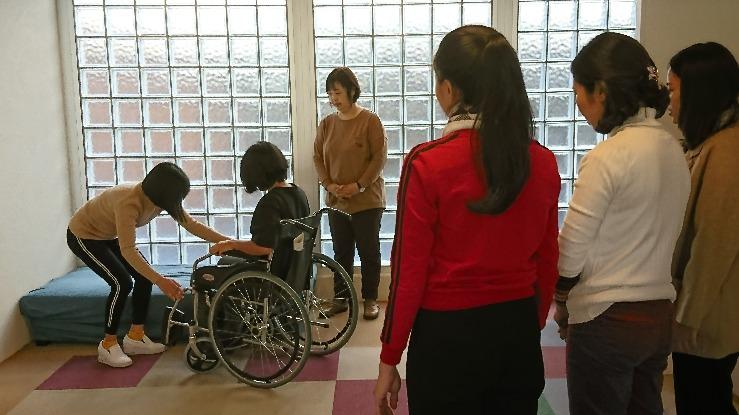 外国人技能実習生の介護講習の様子