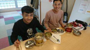 外国人技能実習生の食事風景
